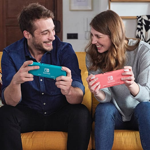 Nintendo Switch Lite (Turquoise) + Animal Crossing: New Horizons + Nintendo Switch Online (3 Months) + Mario Kart 8 Deluxe Pack image 8