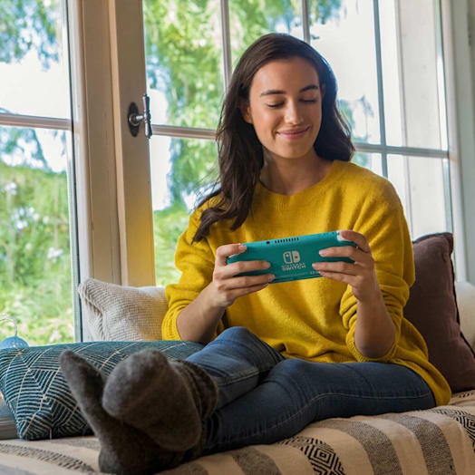 Nintendo Switch Lite (Turquoise) + Animal Crossing: New Horizons + Nintendo Switch Online (3 Months) + Mario Kart 8 Deluxe Pack image 6