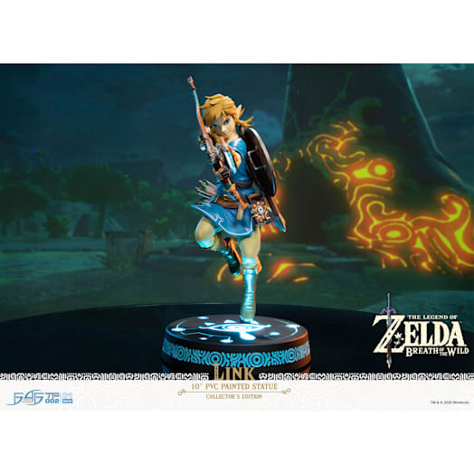 The Legend of Zelda: Breath of the Wild Link Figurine (Collector's Edition) image 2