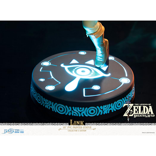 The Legend of Zelda: Breath of the Wild Link Figurine (Collector's Edition) image 10